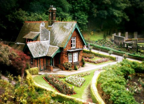 living-in-a-fairytale-the-worlds-25-most-magical-storybook-cottage-homes-3