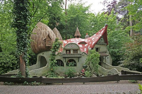 living-in-a-fairytale-the-worlds-25-most-magical-storybook-cottage-homes-6
