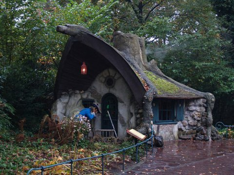 living-in-a-fairytale-the-worlds-25-most-magical-storybook-cottage-homes-7